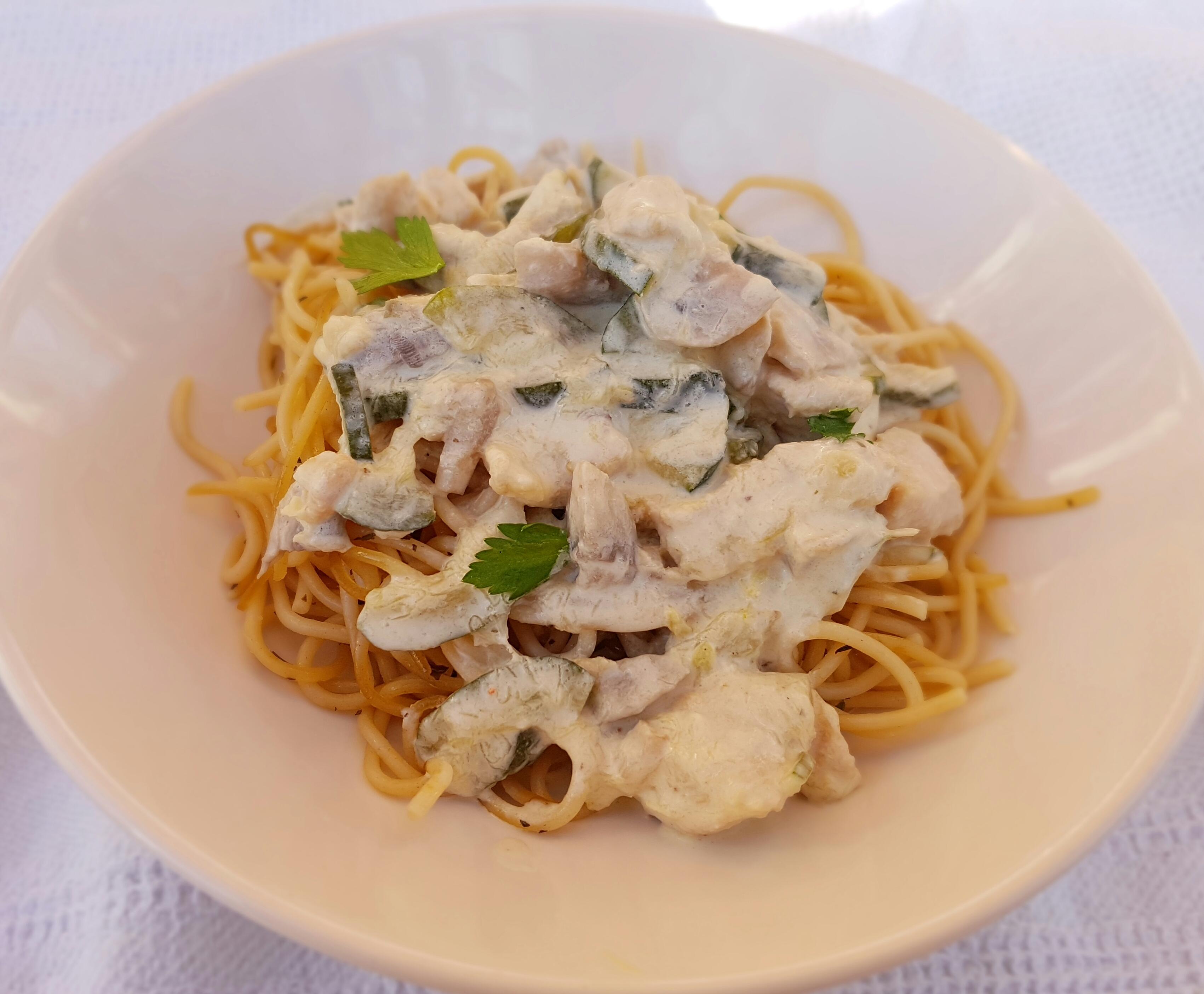 Spaghetti met kip in roomsaus