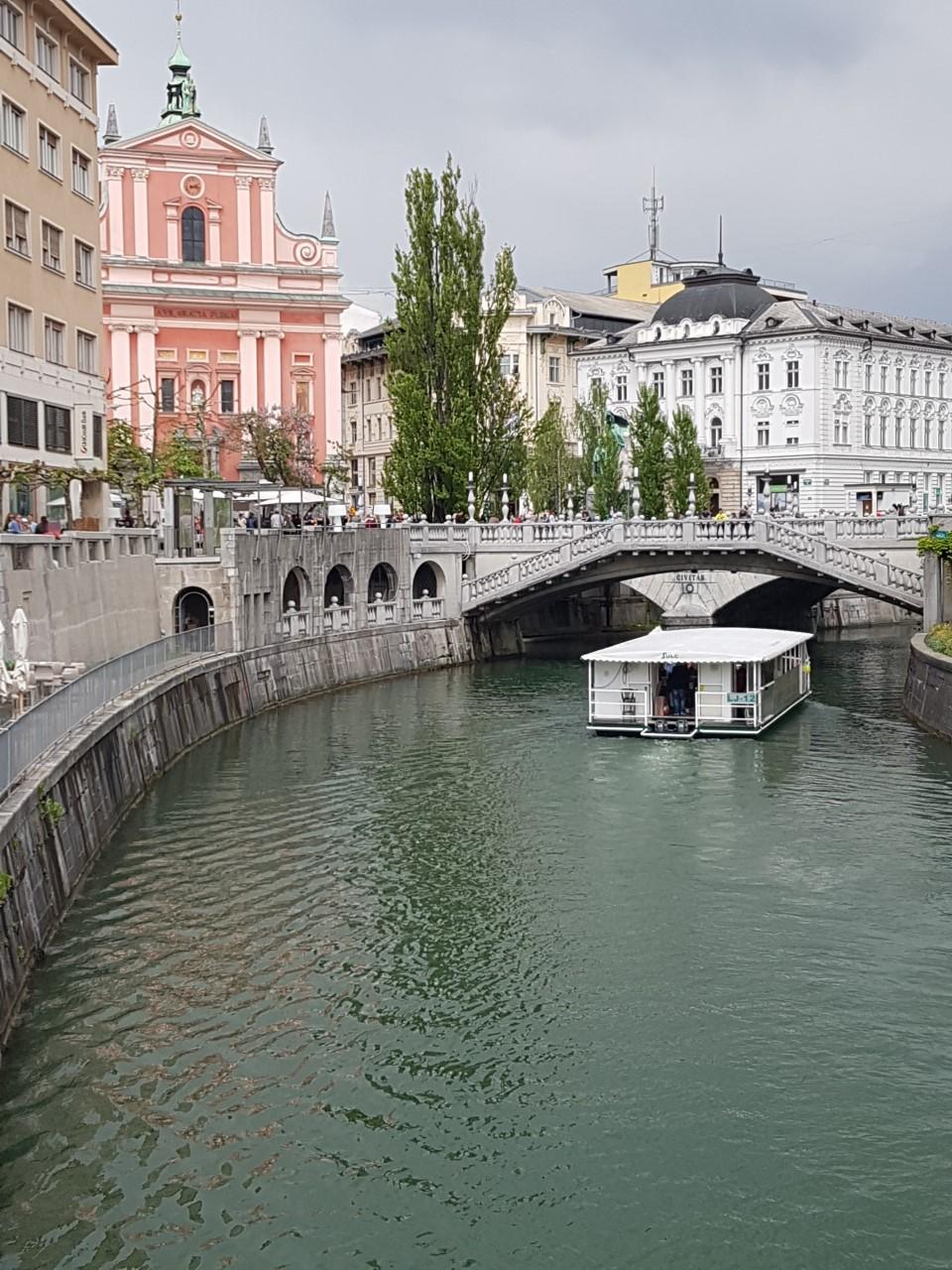 Ljubljana een typische grauwe oostblok stad, of valt dit mee?