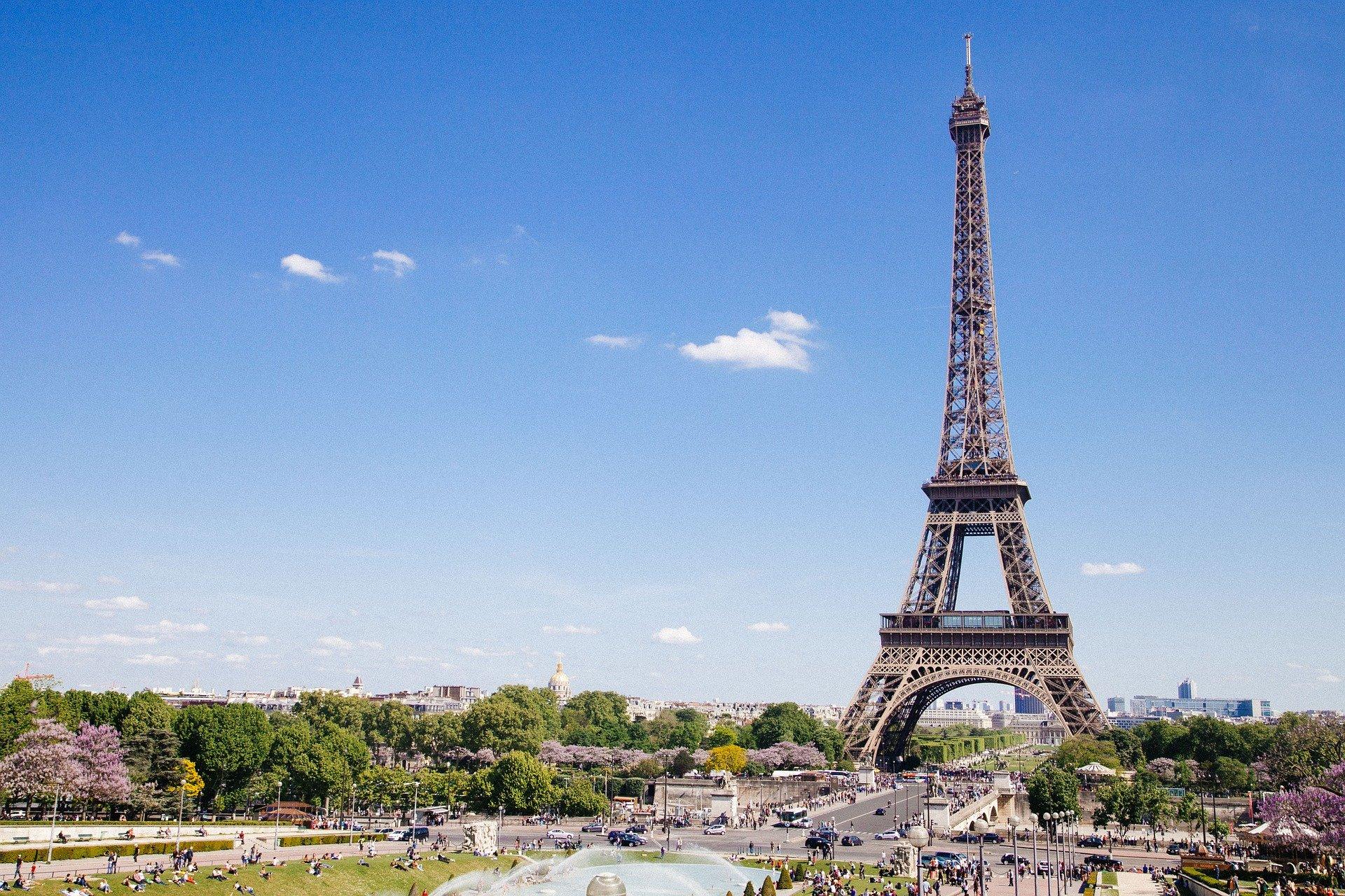 Parijs stad van de liefde; tips wat te doen, bezienswaardigheden en uitjes tijdens romantische stedentrip en weekendje weg.