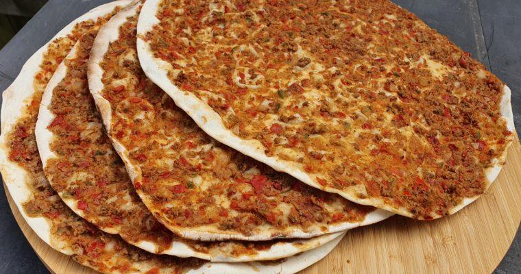 Turkse pizza, zo maak je het makkelijk zelf