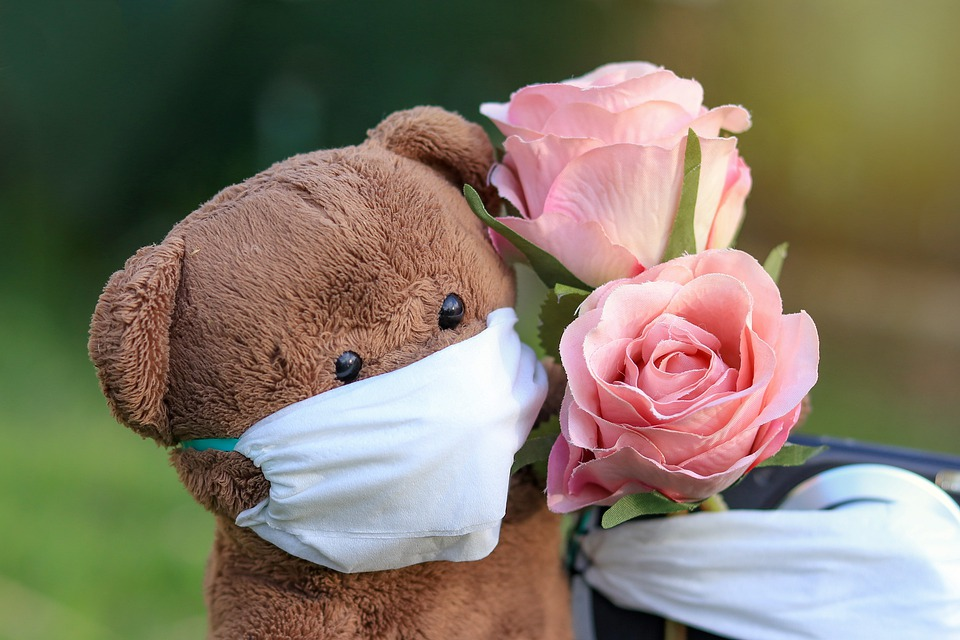 trouwen met een gezichtsmasker