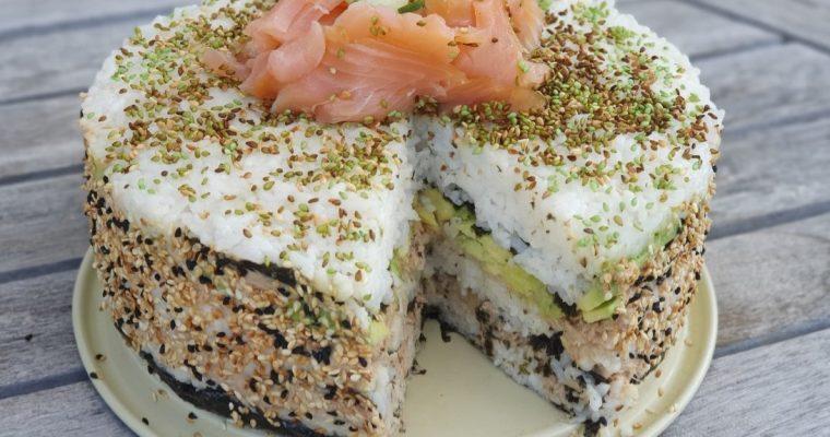 Een sushi taart, een ware eyecatcher tijdens de lunch