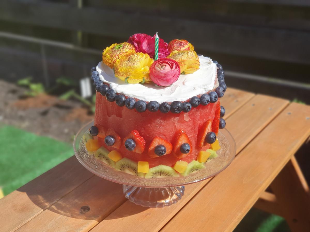 Een watermeloen taart is heel makkelijk te maken