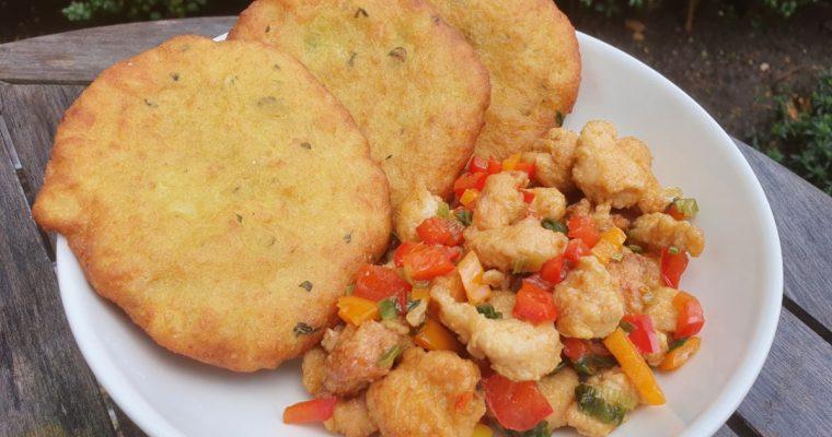 Indiaas recept met een Surinaams tintje: Puri's met kleurrijke kip