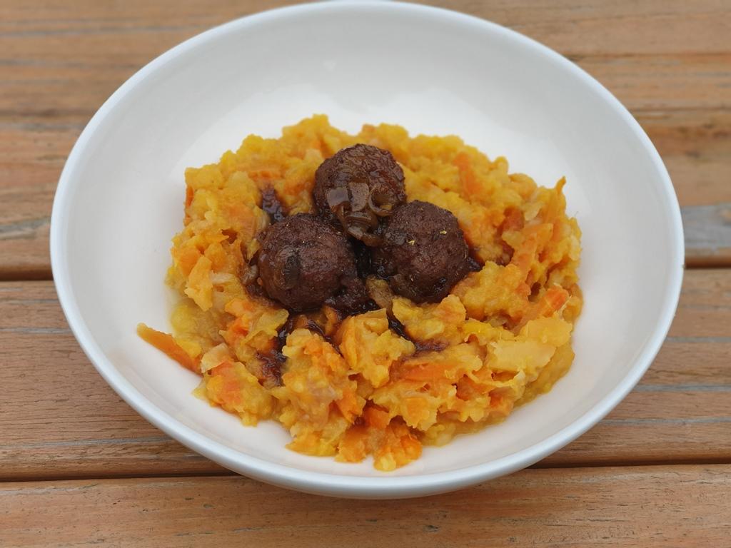 Gezonde stamppot als hoofdgerecht recept voor vegetarische koolhydraatarme hutsspot met wortel, koolraap en pompoen.