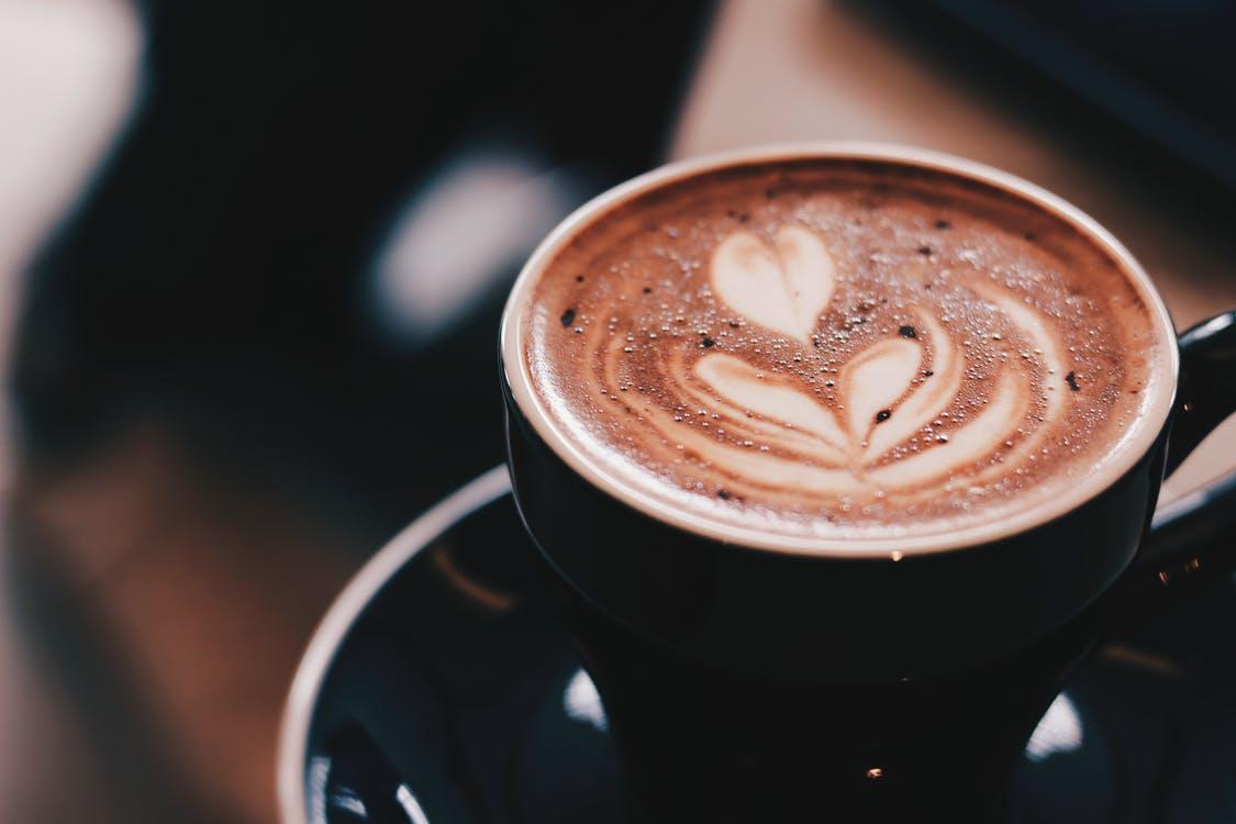 Van koffie uurtje naar Cafeïne junkie met vloeibare goud